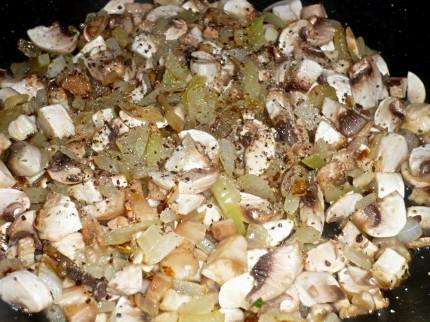 Ceapa calita si ciuperci, umplutura perfecta pentru carnea de porc