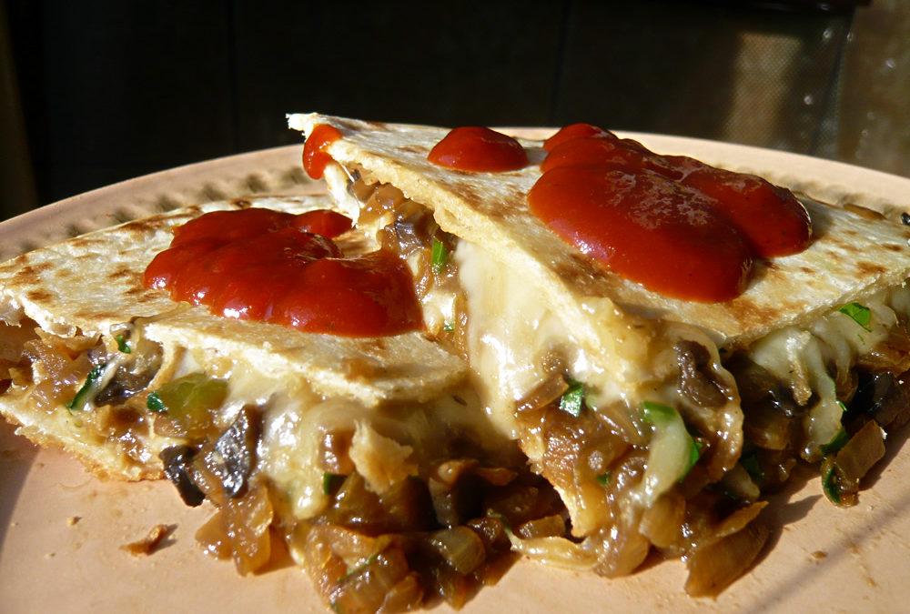 Quesadilla cu ciuperci și ceapă