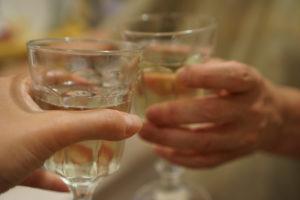 Pahare cu vin alb